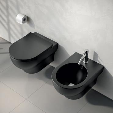 schwarze abgehängte Sanitärkeramik für dunkles Badezimmer Clear Rimless Olympia Ceramica