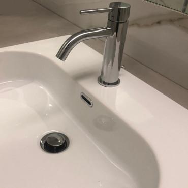 Détail du lavabo semi-encastré Synthesis