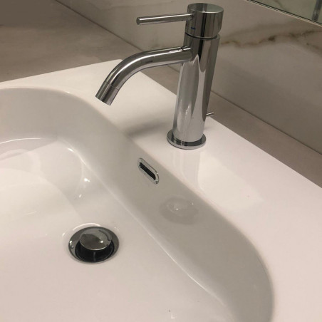 Detalle de lavabo semi-empotrado Synthesis