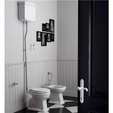Sanitari antichi con cassetta wc esterna alta ceramica Londra Simas