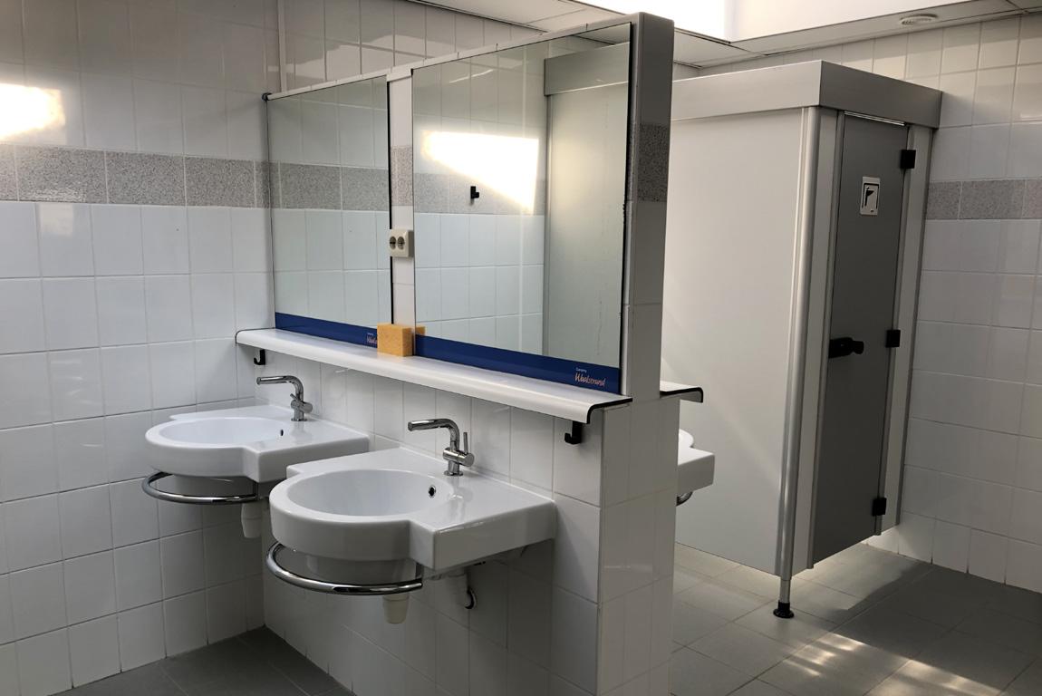 fourniture de lavabos suspendus Olympia Ceramica pour le camping